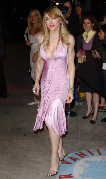Going For Fierce In A Slinky Pink Cocktail Dress At The 2006 Vanity Fair Oscar Party
