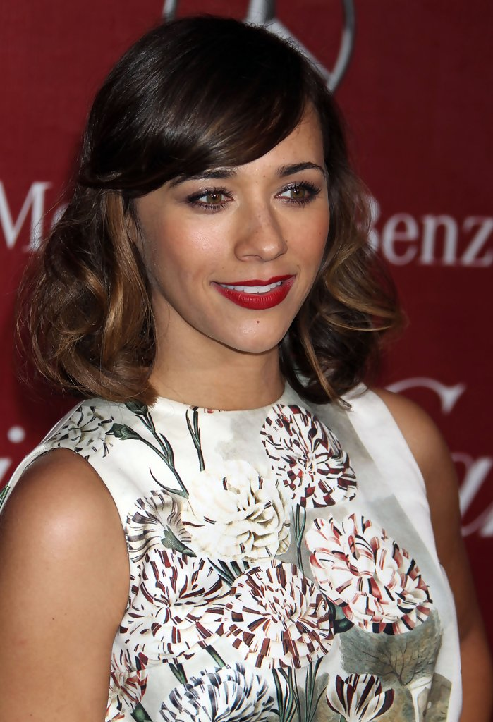 Rashida Jones Easy To Manage Medium Hairstyle Easy To Manage