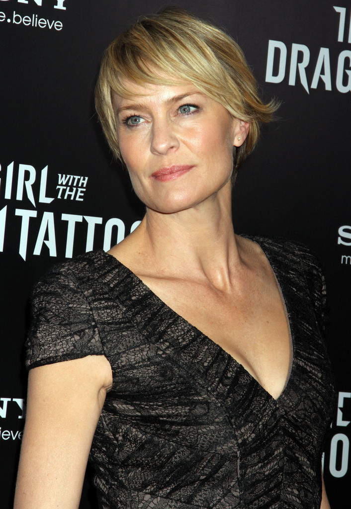 Robin Wright Penns Short Layered Razor Cut At The Nyc Premiere Of
