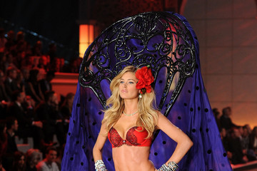 Doutzen Kroes: Hardest Working Model at the 2011 Victoria's Secret Fashion Show, PHOTOS