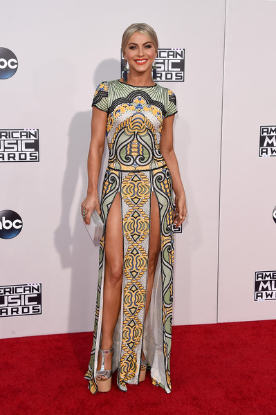 Julianne Hough In Naeem Khan At The American Music Awards, 2015