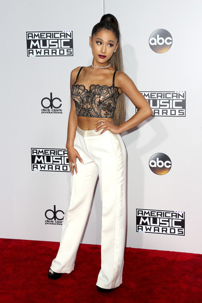 Rocking A Lacy Corset Top And Alexander McQueen Pants At The 2016 AMAs