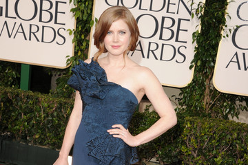 Amy Adams Stuns in a Marchesa Gown at the Golden Globe Awards 2011.