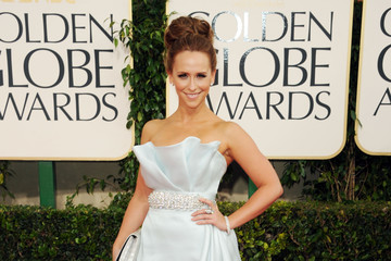 Jennifer Love Hewitt Dazzles in a Romona Keveza Gown at the Golden Globes 2011
