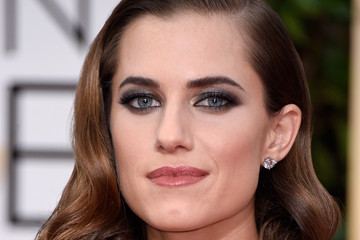 Allison Williams' Red Gown (Photos)