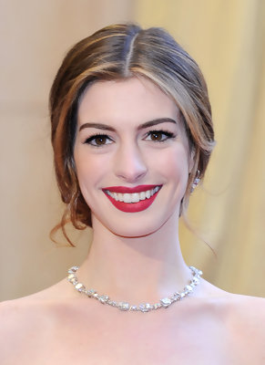Anne Hathaway's Strapless Red Dress on the 2011 Oscars Red Carpet