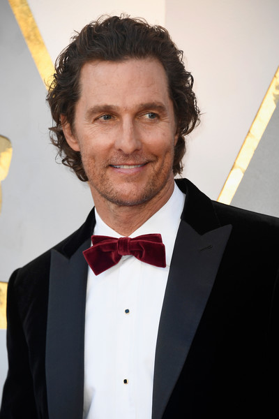 matthew mcconaughey the most dapper men at the 2018 oscars livingly. Black Bedroom Furniture Sets. Home Design Ideas