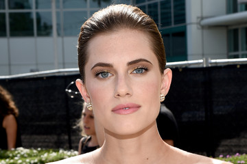 Girls Star Allison Williams at the 2014 Emmys (Photos)