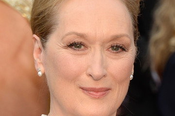 Meryl Streep Demonstrates Classic Makeup for Woman over 60
