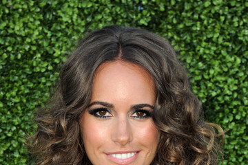 Louise Roe Dons Voluminous Medium Curls