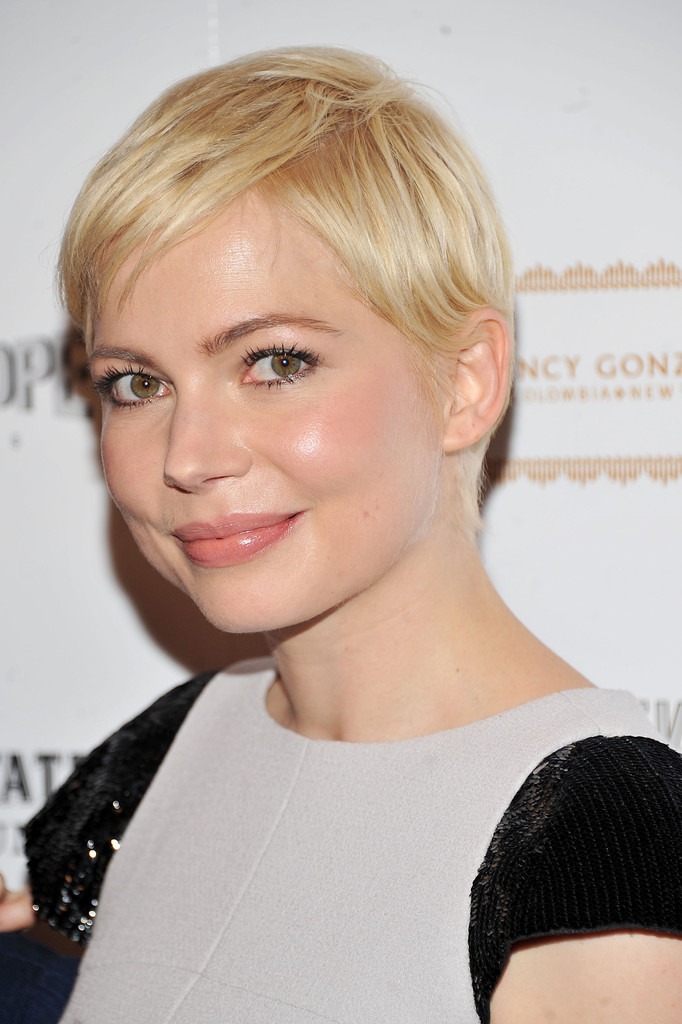 Michelle Williams Rocks Signature Pixie Cut At Meeks Cutoff