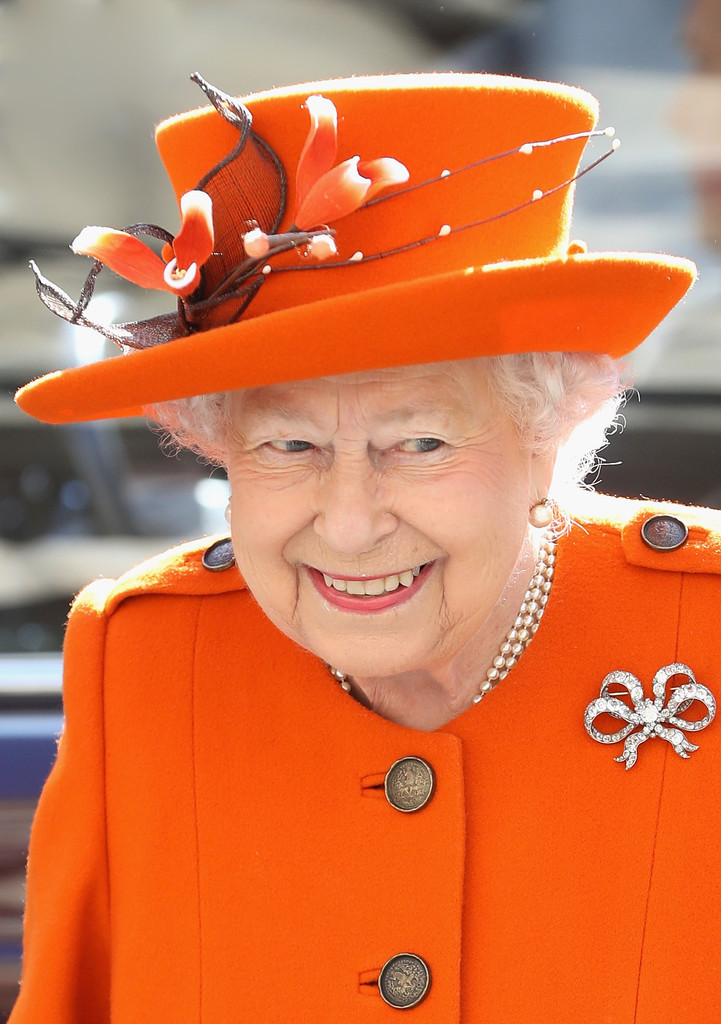 she doesn 39 t have to pay taxes little known facts about the queen of england livingly. Black Bedroom Furniture Sets. Home Design Ideas