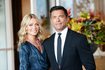 Kelly Ripa And Mark Consuelos' Family Holiday Card Wins At Christmas