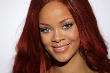 Rihanna's Fans Have Spoken: It's Time to Lose the Red Hair