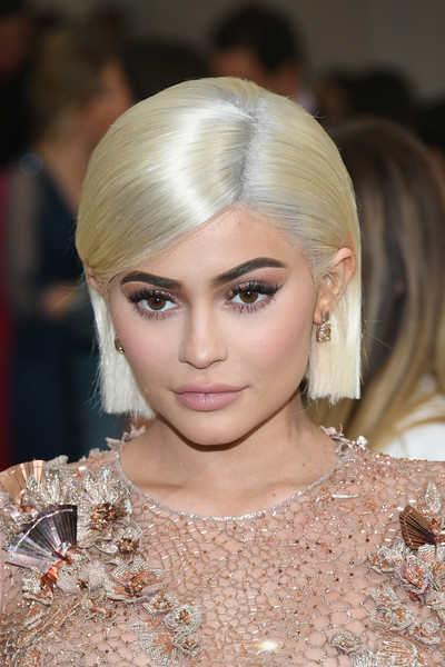 Kylie Jenner's Chin-Length Platinum Cut
