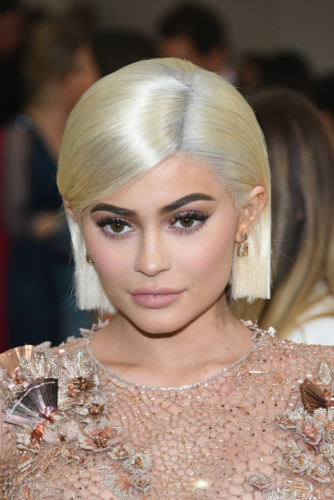 Kylie Jenner S Chin Length Platinum Cut The Most Daring