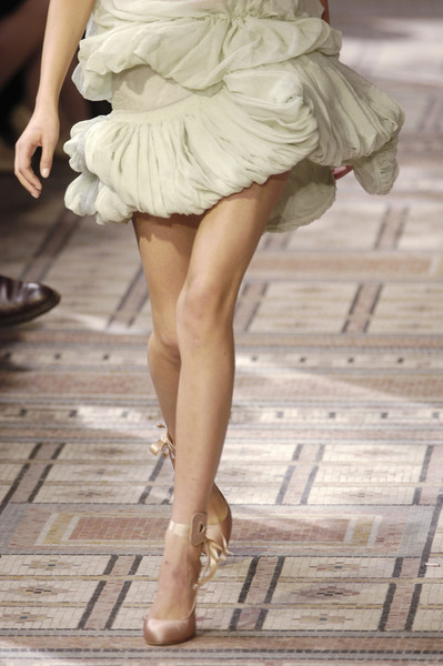 A V Hash at Couture Fall 2005 (Details)