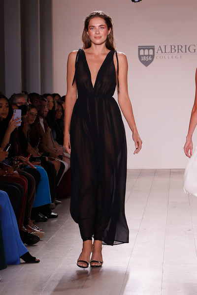 Albright College at New York Spring 2022 [joint,shoe,shoulder,one-piece garment,fashion,neck,waist,smile,dress,fashion design,dress,gown,cocktail dress,garment,fashion,gown,wear,albright college,new york fashion week,fashion show,gown,fashion show,formal wear,fashion,stx it20 risk.5rv nr eo,gown / m,cocktail dress,dress,haute couture,runway]