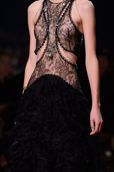Alexander McQueen at Paris Spring 2016 (Details) [fashion model,clothing,fashion,dress,haute couture,beauty,fashion show,neck,gown,runway,alexander mcqueen,fashion,haute couture,runway,fashion week,model,fashion design,paris fashion week,fashion show,milan fashion week,fashion show,paris fashion week,runway,haute couture,fashion,model,milan fashion week,fashion design,fashion week]