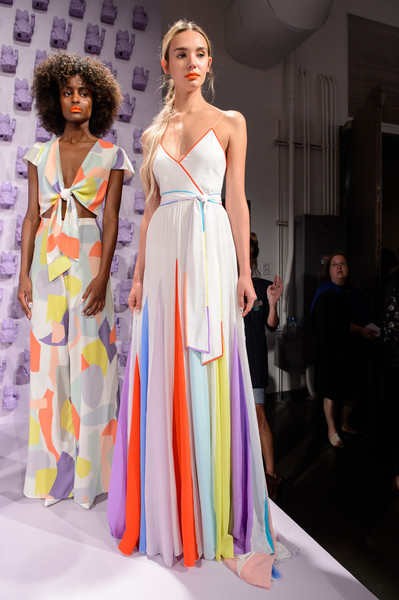 Alice + Olivia at New York Spring 2019 [fashion model,fashion show,fashion,clothing,dress,shoulder,runway,haute couture,fashion design,gown,dress,stacey bendet,fashion,runway,spring,clothing,shoulder,alice olivia,new york fashion week,fashion show,stacey bendet,alice and olivia llc,fashion,runway,fashion show,spring,new york fashion week,ready-to-wear,fashion week]