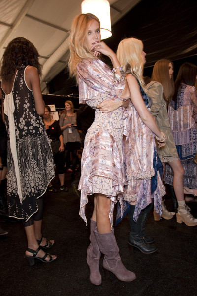Anna Sui at New York Spring 2011 (Backstage)