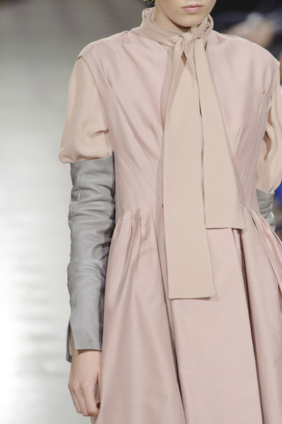 Atelier Gustavo Lins at Couture Fall 2013 (Details)