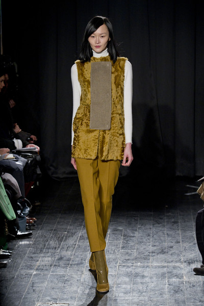 Beequeen by Chicca Lualdi at Milan Fall 2013
