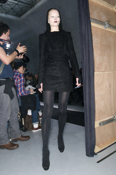 Bruno Pieters at Paris Fall 2009 (Backstage)