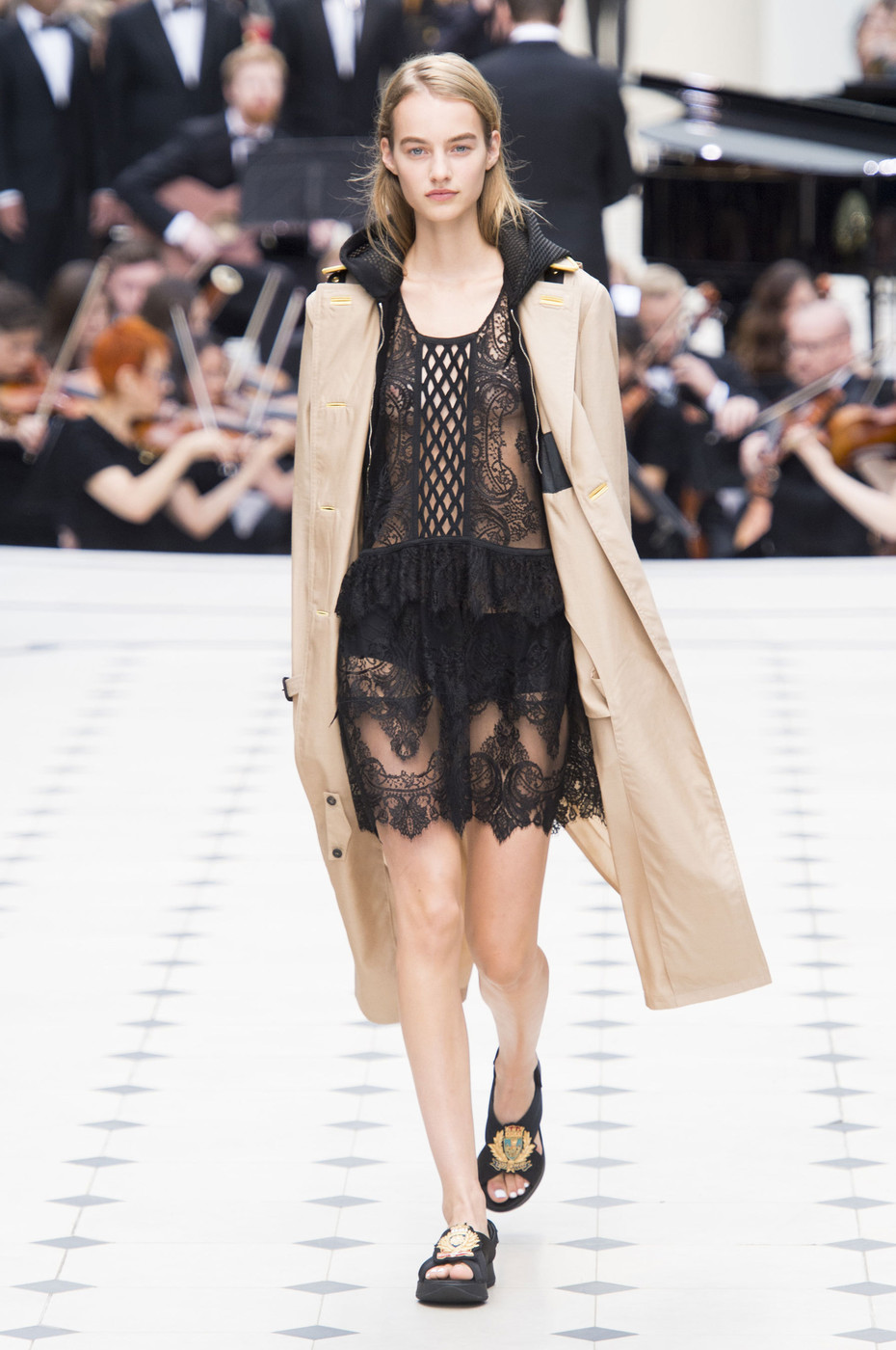 Burberry Prorsum At London Fashion Week Spring 2016 Livingly