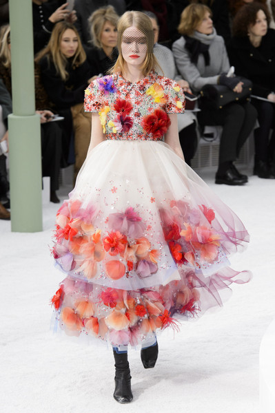 fa833ee59bf Chanel Spring 2015 Runway Pictures - Livingly