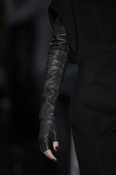 Chapurin at Paris Fall 2009 (Details)