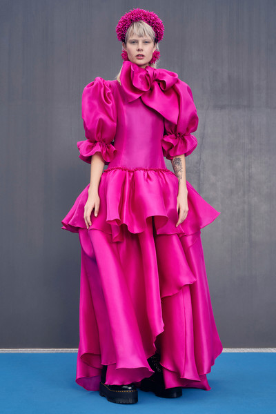 Claudia Li at New York Fall 2021 [purple,dress,sleeve,pink,gown,magenta,fashion design,performing arts,formal wear,entertainment,gown,keyboard,fashion,fashion model,runway,haute couture,costume,purple,new york fashion week,fashion show,haute couture,fashion show,costume,runway,fashion,fashion model,gown,model m keyboard]