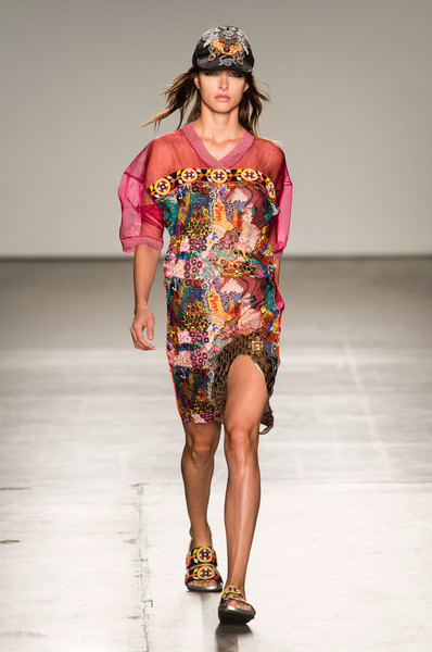 reputable site 78a40 45a90 Custo Barcelona at New York Fashion Week Spring 2018 - Livingly