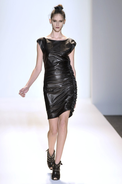 Cynthia Steffe at New York Fall 2009 [fashion show,fashion model,fashion,runway,clothing,dress,shoulder,cocktail dress,fashion design,joint,dress,gown,supermodel,cynthia steffe,fashion,runway,model,haute couture,new york fashion week,fashion show,fashion show,runway,haute couture,litex \u0161aty d\u00e1msk\u00e9 s k\u0159id\u00e9lkov\u00fdm ruk\u00e1vem. 90304901 \u010dern\u00e1 m,model,supermodel,fashion,dress,gown,little black dress]