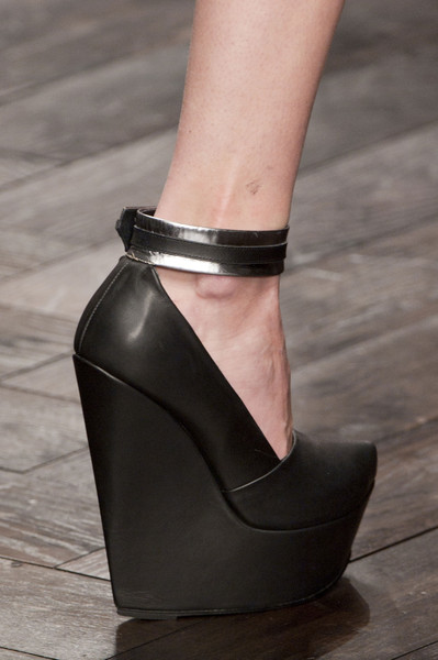 David Koma at London Fall 2013 (Details)