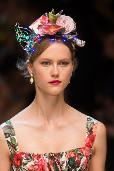 Dolce & Gabbana at Milan Spring 2017 (Details) [hair,fashion,headpiece,beauty,hairstyle,fashion model,hair accessory,fashion show,crown,fashion accessory,hair accessory,supermodel,hairstyle,hair,brown hair,hair m,beauty.m,fashion model,dolce gabbana,milan fashion week,hair m,brown hair,supermodel,hairstyle,hair,spring framework,beauty.m,brown,hair salon hairstyle m]