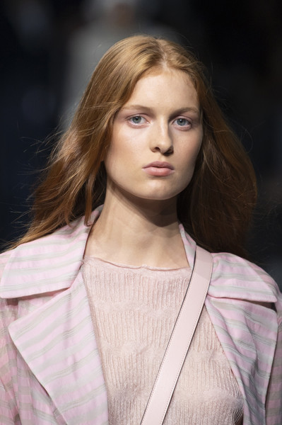 Emporio Armani at Milan Spring 2020 (Details) [hair,fashion model,fashion,hairstyle,blond,beauty,fashion show,lip,long hair,model,supermodel,fashion,model,fashion week,runway,beauty,hair,emporio armani,milan fashion week,fashion show,milan fashion week,runway,fashion show,armani,fashion week,fashion,model,supermodel,comunica\u00e7\u00e3o e multimeios]
