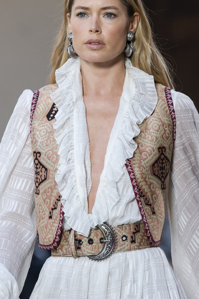 Etro at Milan Spring 2020 (Details) [spring 2020 fashion show,hair,clothing,fashion,beauty,hairstyle,outerwear,blond,fashion model,beige,long hair,outerwear,fashion,runway,haute couture,hairstyle,beauty,etro,milan fashion week,fashion show,spring 2020 fashion show,milan fashion week,fashion,fashion show,etro,runway,haute couture,2020]