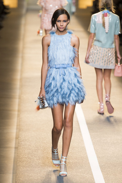 c229077be32 Fendi Spring 2015 Runway Pictures - Livingly