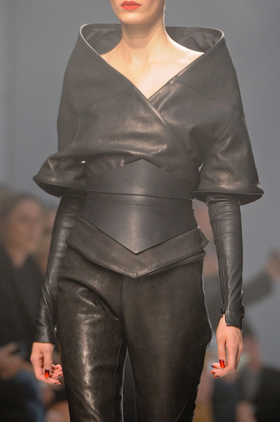 Gareth Pugh at Paris Spring 2013 (Details)