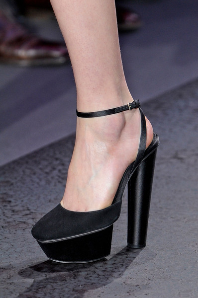 Giambattista Valli at Paris Fall 2012 (Details)