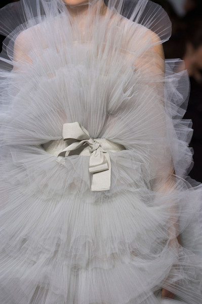 Giambattista Valli at Couture Spring 2016 (Details) [white,clothing,dress,headpiece,bridal accessory,veil,fashion accessory,feather,hair accessory,haute couture,gown,giambattista valli,haute couture,wedding dress,fashion,fashion week,model,fashion design,runway,couture spring 2016,wedding dress,haute couture,fashion,fashion design,paris fashion week,gown,model,fashion week,runway,viktor rolf]