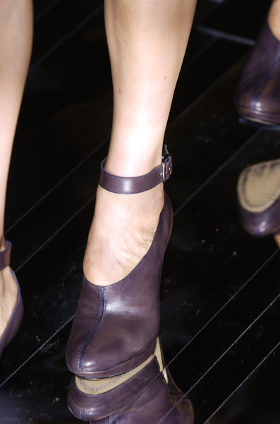Hussein Chalayan at Paris Fall 2005 (Details)