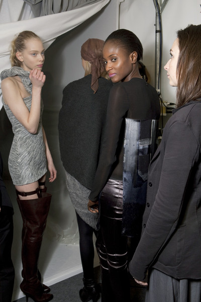 Hussein Chalayan at Paris Fall 2009 (Backstage)