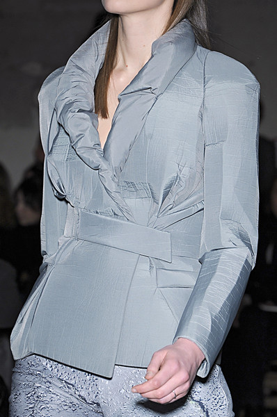 Hussein Chalayan at Paris Fall 2009 (Details)