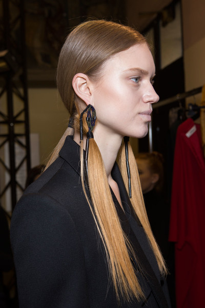 Hussein Chalayan at Paris Fall 2016 (Backstage)