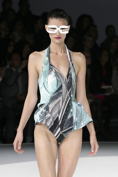 Hussein Chalayan At Paris Fashion Week Spring 2009 Livingly