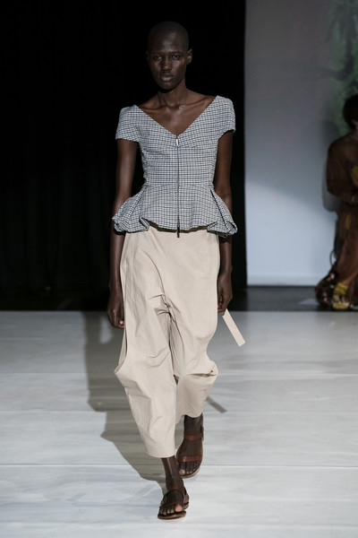 Hussein Chalayan at London Spring 2020 [fashion model,runway,fashion,fashion show,clothing,fashion design,shoulder,human,event,joint,hussein chalayan,fashion,runway,fashion week,model,clothing,fashion design,london fashion week,fashion show,paris fashion week,hussein chalayan,london fashion week,runway,fashion show,paris fashion week,fashion week,model,fashion,ready-to-wear,spring]