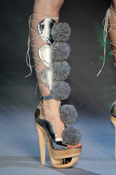 John Galliano at Paris Fall 2009 (Details) [footwear,shoe,high heels,fashion,sandal,leg,human leg,ankle,knee,haute couture,shoe,footwear,john galliano,fashion,haute couture,runway,fashion design,leg,paris fashion week,fashion show,paris fashion week,fashion show,fashion,dior,autumn,runway,shoe,fashion design,haute couture]