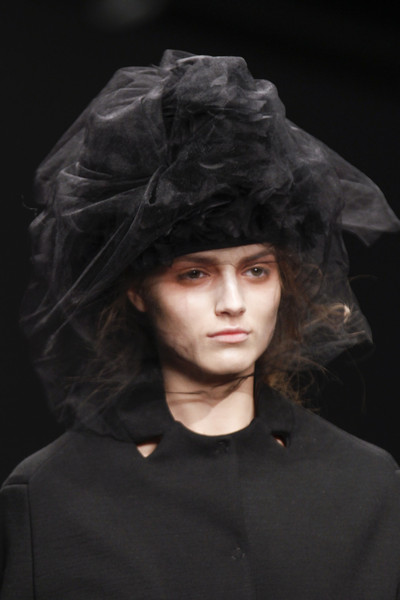 John Rocha at London Fall 2013 (Details)